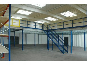 plate-forme-industrielle-mezzanine-garde-corps-et-escalier